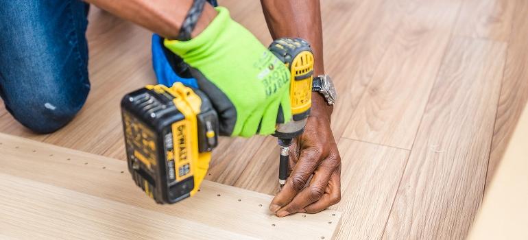 Handyman using power screw
